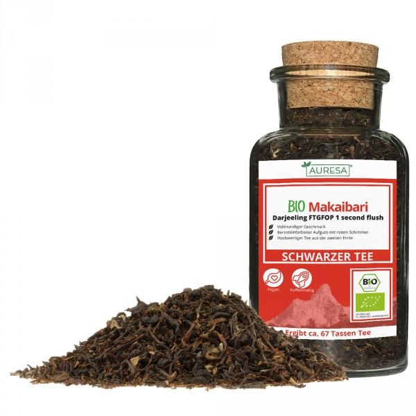 Thé noir en vrac Makaibari Darjeeling bio dans un verre