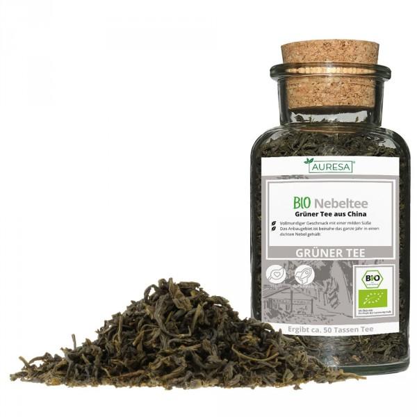 Thé vert en vrac Nebeltee bio dans un verre