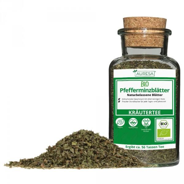 Tisane en vrac feuilles de menthe poivrée bio dans un verre
