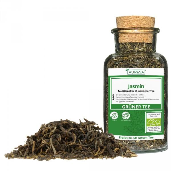 Jasmin de thé vert chinois en vrac dans un verre