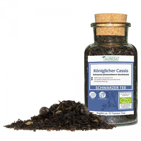 Thé noir en vrac Königlicher Cassis dans un verre