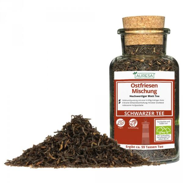 Thé noir en vrac mélange de la Frise orientale dans un verre