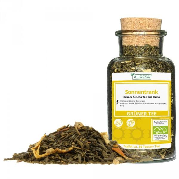 Thé vert en vrac China Sencha Sonnentrank dans un verre